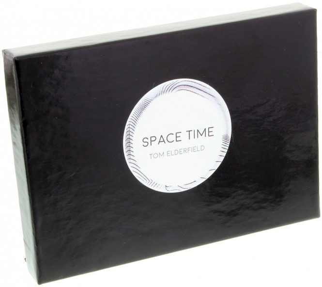 Space Time von Tom Elderfield Blau